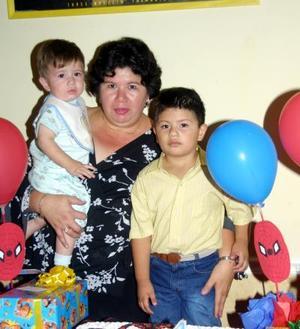 Miguel Ángel Alvarado Hernández celebró sus cuatro años de vida, lo acompañan su mamá Julieta Hernández de Alvarado y su hermanito.