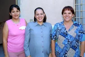 <u>12 octubre </u><p> Rosa Isela Ryees de Figueroa en la fiesta de canastilla que le ofrecieron Guadalupe Ávila Muñoz y Silvia García.