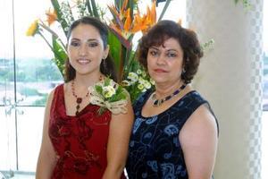 <u>12 octubre </u> <p> Verónica Rodríguez Cortés fue despedida de su vida de soltera con un convivio ofrecido por su mamá Evangelina Cortés Rodríguez.