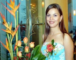Martha Cisneros contraerá matrimonio con Larry Blanco el próximo primero de noviembre y por tal motivo fue despedida de su soltería.