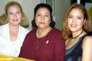 <u>15 octubre</u> <p> Maricela Gutiérrez de García, Juanita Esparza de Gutiérrez y Angie Gutiérrez Esparza.