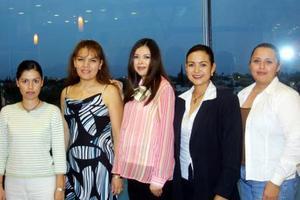 <u>16 octubre</u> <p>  La futura mamá Rosy Sotelo de Haces Gil en compañía de sus amigas Esther García, Rosa Velia Villalobos, Nena Rodríguez y Ángeles González.