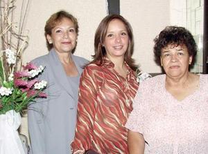 Perla C. Quiñones García  en la fiesta de despedida que le ofrecieron Evangelina Martínez de Ávila y María Concepción García de Rodríguez.