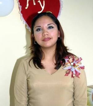 Armida Nafarrete Saldaña en la despedida de soltera que les organizaron las señoras Armida Saldaña de Nafarrete y Guillermina de Hernández