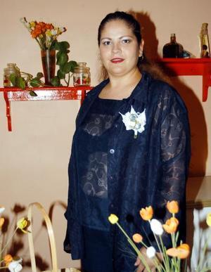 Velia Corina Flores Meléndez fue festejada con una despedida de soltera organizada por Emma Meléndez, Delia Carolina Flores y Rosa María Martínez.