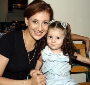 Astrid Casale Frausto con su hija Nayla Camila Casale Frausto.
