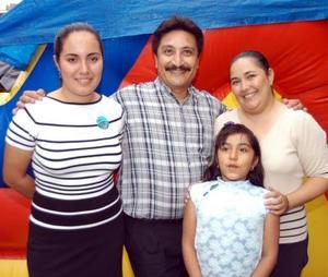 Karla Lizeth Luna festejó su octavo cumpleaños acompañada por sus papás Carlos Luna Chávez y Rosario Santos Guzmán y de su hermana Brenda Alejandra Luna Santos