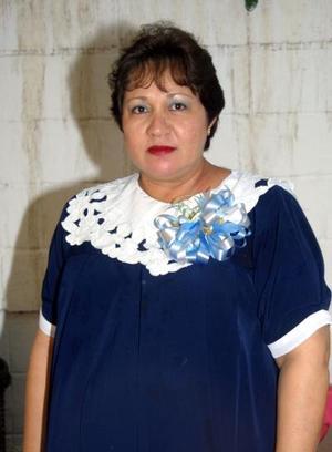 Laura García de Acosta en la fiesta de regalos que le ofreció su mamá la señora Magdalena de García.