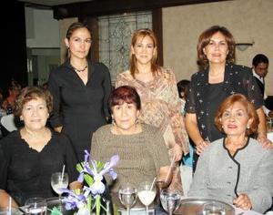 <u>18 octubre </u><p>   Sandra Enríquez de Fernández, Perla Enríquez de Sánchez, Rocío Enríquez de Monroy,  Juanita Enríquez de Arreola, Coco Enríquez de Armas y Elsa Máynez de Enríquez captadas recientemente.