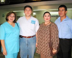 <u>17 octubre </u><p>Aarón Gutiérrez Aguirre viajó a México para tratar asuntos jurídicos, lo despidieron Luz María Aguirre, Verónica Aguirre y Juan José Castillo.