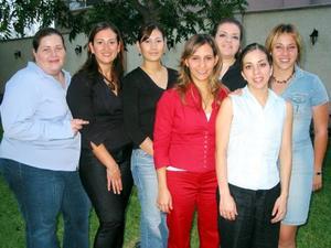 Carolina Gómez Flores con sus amigas; Cecy Iriarte, Ana Tere de Torres, Pily de Román, Laura de Gómez, Marilú Gidi y Estibaliz Arrambide.