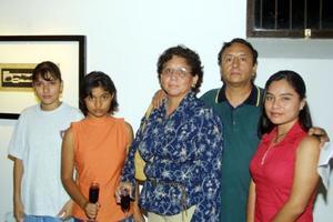 Lázaro Orta y Virginia Delia Rivas con sus hijas Jasmín, Mabella  y Ana.