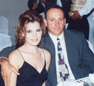 Carlos Aguilera Ude y Martha Reyes de Aguilera captados en la bnoda de Rogelio Ramírez y Pilar Cavarga