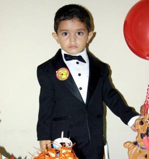 El pequeño Marcos Briseño Román en el festejo que le ofrecieron recientemente por sus tres años de vida.