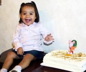 La niña Paulina González Valdez cumplió dos años de vida y lo celebró con una divertida fiesta infantil.