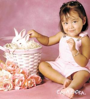 Niña Vanessa López Valadez en una fotografía de estudio con motivo de sus dos años d vida.