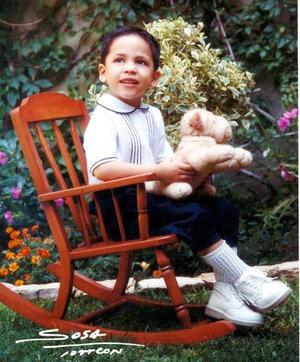 <u>19 octubre</u><p> Niño César Metlich Gramillo en una fotografía de estudio con motivo de su tercer cumpleaños
