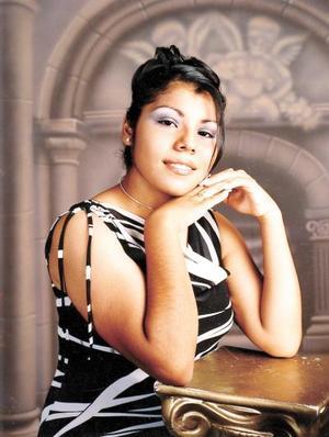 Srita. Yadira I. Correa Rodríguez en una fotografía de estudio; es  hija de los señores Porfirio Sergio Correa y Evangelina Rodríguez de Correa