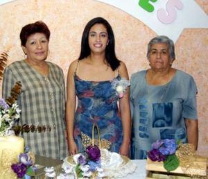 Hortenisa Hernández Ortegón en la despedida de soltera qe le ofrecieron las señoras Dolores Domínguez de Luna y Hortensia Ortegón de Hernández por su cercana boda.