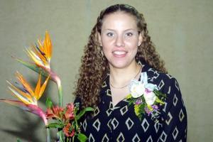 Señorita Lizeth Navarro García captada en su despedida de soltera.
