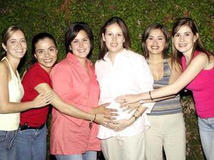 Patricia Mitre de Cayón disfrutó de una fiesta de canastilla acompañada por sus amigas Sonia García, Lilia de Mortera, Ana María de García, Massiel de Anaya y Valeria de González