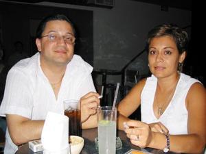 <u>21 octubre</u> <p>   José Riverlo y Adriana de Riverol.