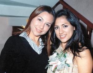 Diana Luna García con su hermana Valeria el día de su despedida de soltera