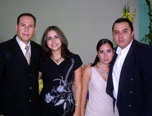 <u>22 octubre 2003</u> <p> Gerardo Sandoval, Sambra Zavala, Cristina de Galazza y Carlos Galazza fueron captados en pasado festejo social.