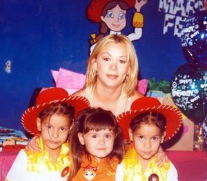 Las gemelas Marifer y Karla festejaron su quinto cumpleaños y por tal motivo las festejaron su mamá Rocío García  Torres y su hermanita Mariana Gualajara García.