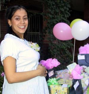 <u>22 octubre </u><p>  Señorita Perla V. Orduña de Gámez en la fiesta de regalos que le organizaron Claudia Orduña, Julie Orduña y Karina Gámez por el nacimiento de su bebé.
