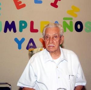 <u>23 octubre </u><p> Señor Simón Valdez Sida en la fiesta que se le ofreció por sus 85 años de voda en días pasados.