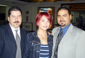 Óscar Bravo, Héctor Jiménez y Magdalena Esparza viajaron a monterrey para atender asuntos de negocio.