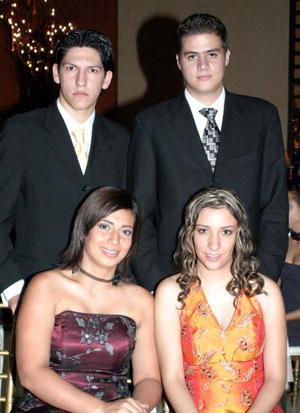 <u>25 octubre 2003</u> <p>  En pasado festejo social fueron captados Susana de Valdés, Carlos Valdés, Ivonne Murra y Alex Salmón.