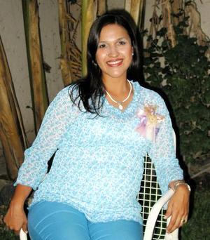 Lupita Ávila de Huerta recibió un gran número de felicitaciones por el próximo nacimiento de su bebé.
