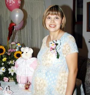 Marcela Aguilar de Ruelas en su fiesta de regalos, ofrecida con motivo del próximo nacimiento de su bebé.