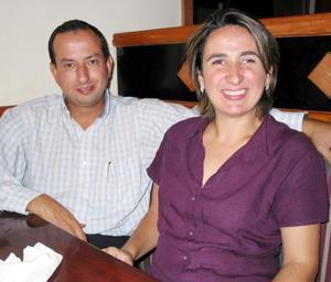 Alfonso Saldaña y Maribel González de Saldaña.