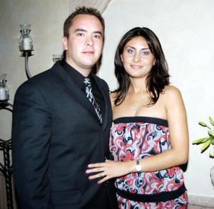 Ing. Carlos Leal Ancira y G.M. Lissette Díaz Moreno formalizaron su compromiso matrimonial en la ceremonia de petición de mano efectuada el 17 de octubre de 2003.