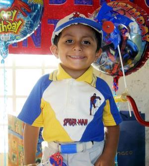 Niño Roberto Antonio Hernández Rosales en la fiesta que se le ofreció por sus tres años de vida.