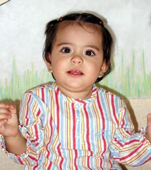 La pequeña Regina Castellanos Magaña en la fiesta que se le ofreció por su primer año de vida
