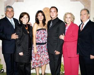 Los futuros contrayentes Carlos Leal y Lissette Díaz recibieron sinceras felicitaciones  de sus padres