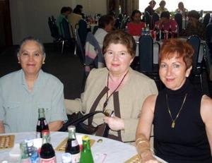 Marisela A. de Márquez, Ana Luisa de González y Carmelita Herrera.