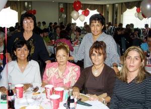 <u>26 octubre </u><p> Yolanda de Nerváez, Pila de Díaz, Gloria de Amador, Lulú de Marmolejo, Adriana Tovalín e Isabel de López.