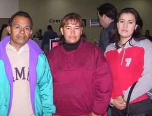 Erasmo Medina y María del Pilar Segura viajaron a Tijuana para visitar a familiares, los despidió Vanessa Medina.