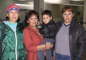 <u> 29 de octubre </u> <p> Rosario Salinas de Beltrán retornó a Tijuana luego de visitar a sus familiares, la despidieron sus hermanas Alicia y Paty Salinas y Guillermo Porras.