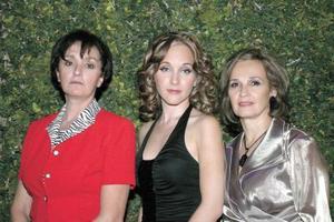 Ana Laura Berlanga con su mamá Bertha Alicia Pedraza de Berlanga y su futura suegra Marcela Ivonne Garza Mijares.