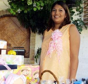 <u> 27 de octubre 2003 </u> <p> Señora Socorro Chávez de Rodríguez en la fiesta de regalos que le ofrecieron por el próximo nacimiento de su bebé.