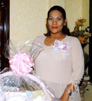 <u> 29 de octubre </u> <p> Verónica López H. recibió numerosas felicitaciones por el próximo nacimiento de su bebé.