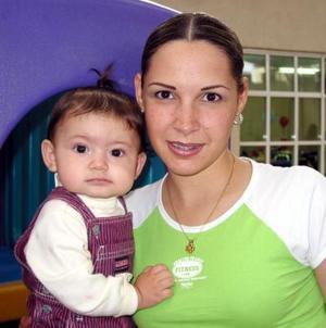 <u> 27 de octubre </u> <p>  Cecilia Quintero de Rodríguez con su pequeña Any Rodríguez Quintero.