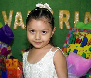 <u> 29 de octubre </u> <p> La niña Valeria Quiñones Cervantes cumplió cinco años de edad y la festejaron con una divertida fiesta.