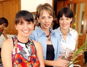 <u> 27 de cotubre </u> <p> Lourdes López, Marcela Carrillo y Cecilia Fernández.